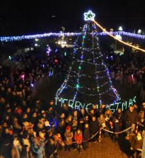 Hundreds turn out for lights switch on